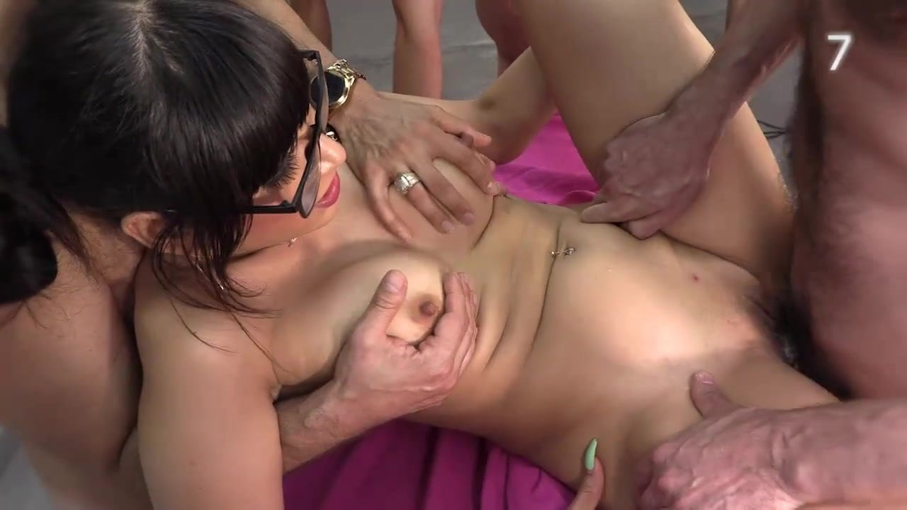 Wife swaping orgy